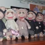 «Скажу тебе на ушко – нужно каждому по хрюшке»! |Интерьерные игрушки от Ольги Кожуховой
